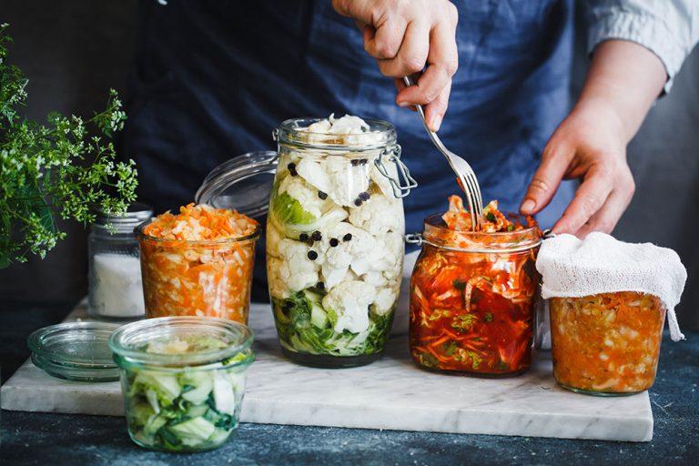 Staňte sa majstrom, spoznajte 16 najlepších receptov na kvasené zeleninové zmesi!