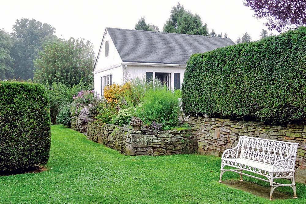 Stavte na osvedčenú klasiku - smrekový živý plot je ideálna, nielen optická bariéra