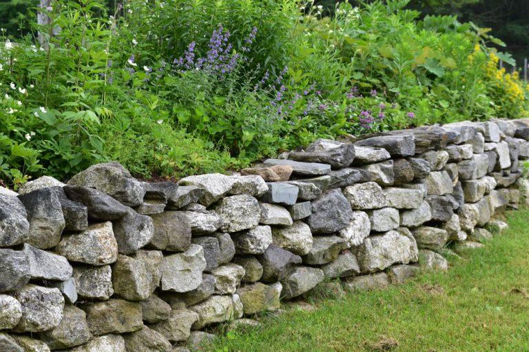 Kamenný múrik