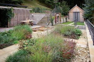 Na návšteve: Keď záhrada vo svahu nie je prekážkou, ale výhrou