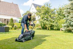 Ako obnoviť trávnik a vrátiť ho späť do formy