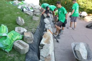Ukladanie kameňov na suchý múrik