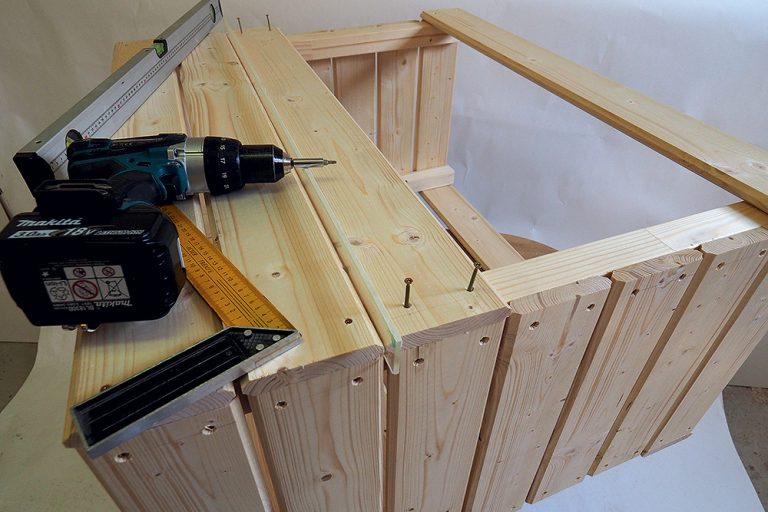 Výroba prednej a zadnej strany záhradného stolíka
