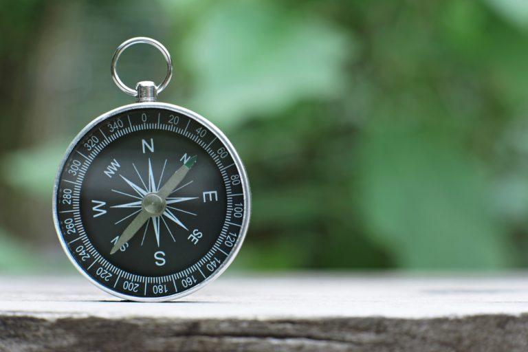 Kompas na stole