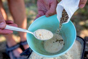 Osivo a piesok v miske