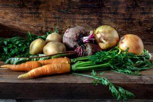 Zelenina na poličke v pivnici