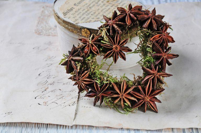 Vianočná dekorácia s badiánom