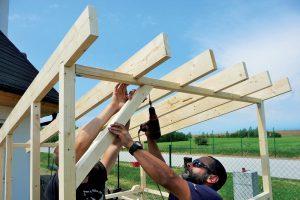 Stavba záhradného domčeka - zavetrovanie