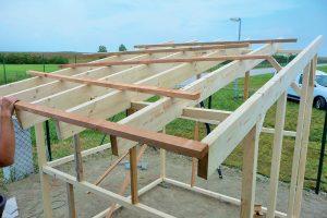 Záhradný domček - stavba strechy