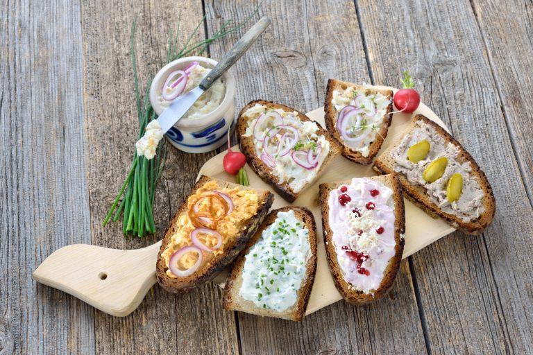 Rôzne nátierky na chlebe