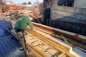 Príprava dreva na vyvýšený záhon
