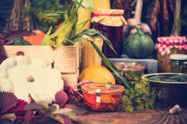 Ako správne skladovať úrodu? Ochutnajte aj tieto nakladané špeciality!
