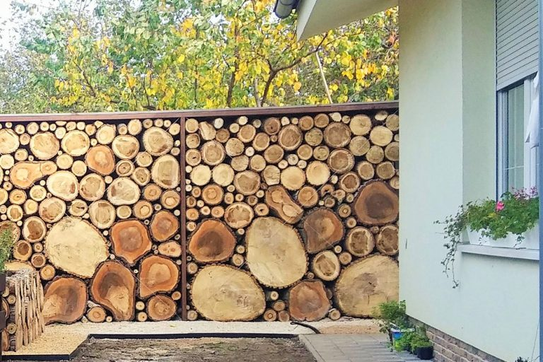 Plot obložený drevom