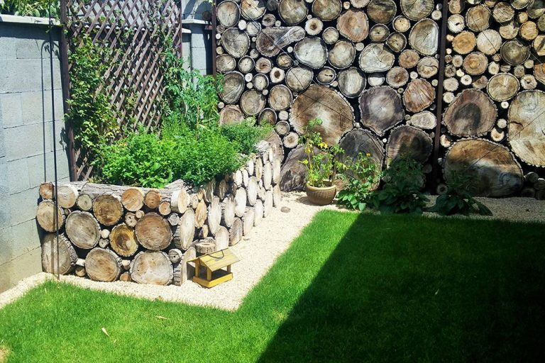 Obloženie betónového plota a drevený hrantík