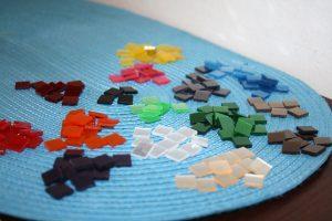 Farebné mozaikové štvorčeky