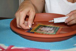 Lepenie mozaikových štvorčekov
