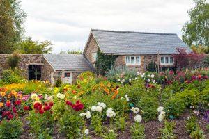 Dom na vidieku, kvetinová záhrada
