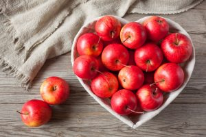 Máte prebytok jesenných jabĺk? Uchovajte si ich v strúhanej podobe na jablkový koláč