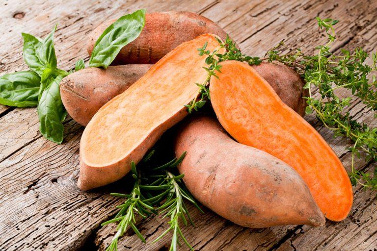Batáty: Vedeli ste, že sú to zemiaky plné farieb? Teraz je čas na ich predpestovanie