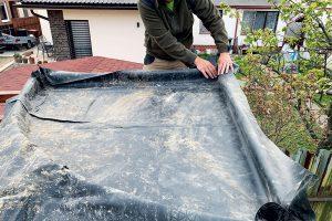 Stavba zelenej strechy - položenie jazierkovej fólie
