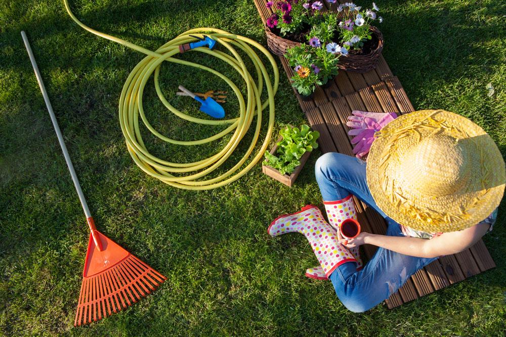 Oddych v záhrade po práci