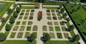 Bylinková záhrada v zámockom areáli Holíč