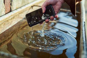 Vodeodolný mobilný telefón