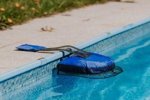 Plávajúca plošina v bazéne na záchranu živočíchov