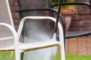 Čistenie záhradného nábytku pred zimou