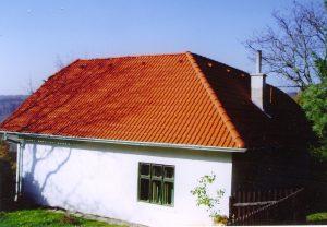 Červená strecha na dome