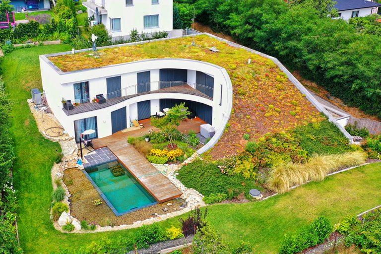 Nemáte priestor pre záhradu? Zelená strecha s FATRAFOLOM je riešenie